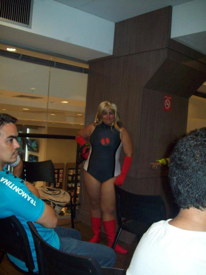 Ádria Souza como Invicta